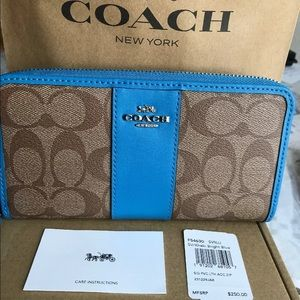 Coach Accordion Zip Wallet Signature  Leather